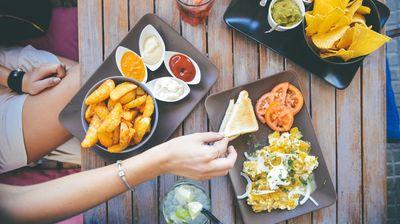 Profesionalna kuvarica otkriva koju hranu nikada ne bi trebalo da naručujemo u restoranu