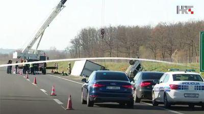 Stravična saobraćajka u Hrvatskoj: Sudarili se kamion i kombi, četvoro preminulo, 5 osoba povređeno