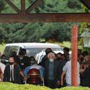 Maradona sahranjen na privatnoj ceremoniji, sukob navijača i policije zbog Dijega na ulicama grada