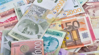 U ponedeljak stiže 16.000 dinara: Isplata pola minimalca za milion radnika