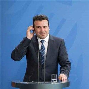 Заев се пофали: Меркел ми бараше совет за Косово
