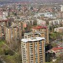 Маж скокна од балкон во скопски Карпош 4