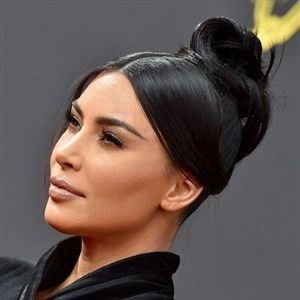 "ФОТО: Ким Кардашијан беше ""ѕвезда на вечерта"""