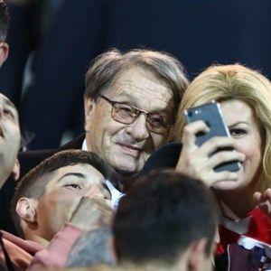 Претседателката на Хрватска ги бодреше  хрватските фудбалери