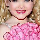 ФОТО: Таа беше најубаво девојче на светот - денес има 14 години и е целосно изменета