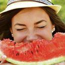 МАКСИМАЛНО ОСВЕЖУВА - Исецкана лубеница измешајте со една билка и ќе ве разлади за секунда