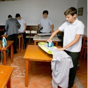 Машките ученици во Шпанија учат како да извршуваат домашни обврски