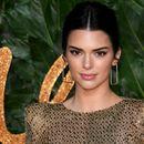 Кендал Џенер во проѕирен фустан на британските модни награди