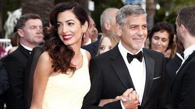 10 стилски правила на Амал Клуни: Јаки бои, совршен крој, исфенирана коса
