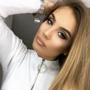 """Црна """"вамп"""" креација: Ќерката на премиерот Заев е матурантка"""