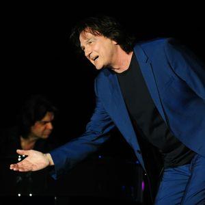 Фантастичен концерт: Здравко Чолиќ ја прскаше со вода публиката во Скопје