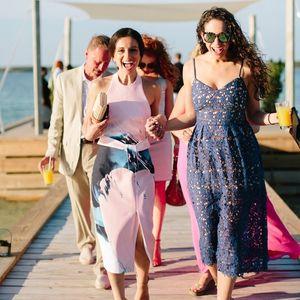 Гламурозен, романтичен или впечатлив изглед: 3 стила што може да ги носите на летна свадба