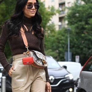 Носете кожени панталони како трендсетерка: 6 најдобри комбинации