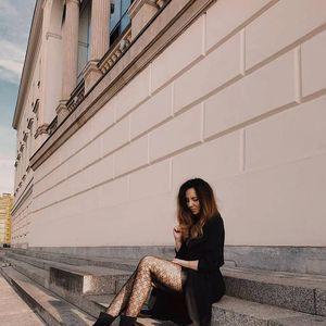 Хулахопки како задолжително модно парче: 7 модели што се апсолутен хит оваа сезона