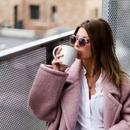 Стил на неделата: Долг зимски капут како главен фокус на изгледот