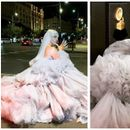 (ФОТО) Моден двобој: Аријана Гранде на Греми награди ја ископира креацијата на Јелена Карлеуша
