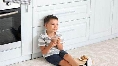 Зошто вашето дете треба да консумира чоколадно млеко помеѓу училишните часови?