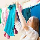 Трик со кој алиштата ќе се исушат 3 пати побрзо! Направете го ова пред да ги ставите на перење