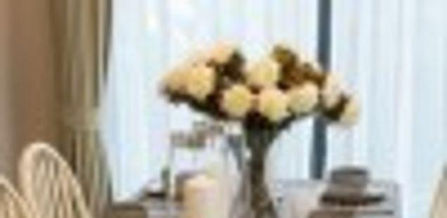 Најдобро уредување на трпезаријата: колку простор е потребно за гостите да седат удобно на масата