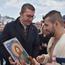 Мицкоски за Водици меѓу православните верници во Охрид, со икона го даруваше момчето кое го фати Крстот