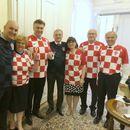 Хрватската Влада во дресови на седница