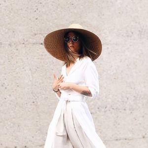 Бели панталони – клучно парче за совршени летни комбинации