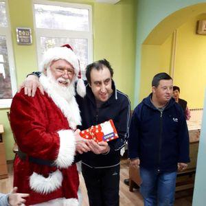 """""""Зегин"""" со новогодишен караван ги израдува децата со посебни потреби"""