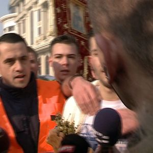Влечење, буткање и пцости кон новинарите на одбележувањето на Водици во Скопје