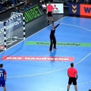 ОВА ГО МОЖЕ САМО КИРЕ: Рускиот голман и публиката без зборови по голот на Лазаров (ВИДЕО)