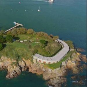 (Видео) Историски значаен остров, кој некогаш бил затвор, сега се продава за шест милиони фунти