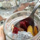 Пудинг од чиа со бадеми и суво овошје