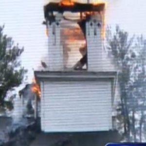 ВИДЕО: Гром удри во црква стара 186 години и ја запали