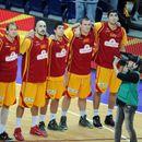 (ФОТО) СКАНДАЛ: Македонските кошаркари веќе станаа СЕВЕРНОМАКЕДОНЦИ!