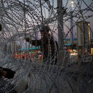 Притиснати од двете страни на границата