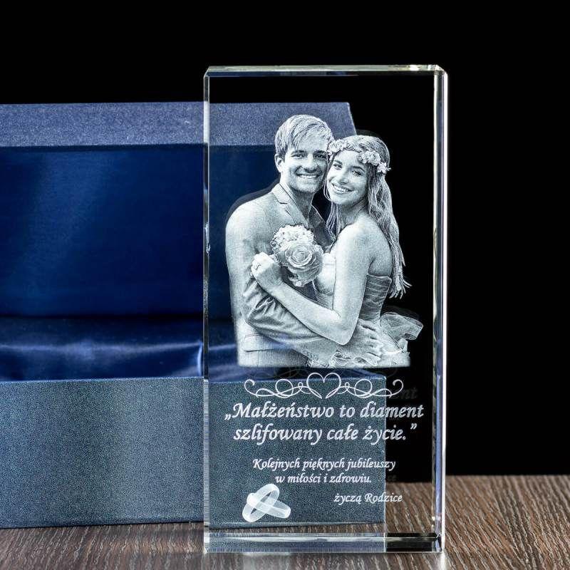 Trójwymiarowe zdjęcie pary wygrawerowane w ślubnej statuetce - Studio3D