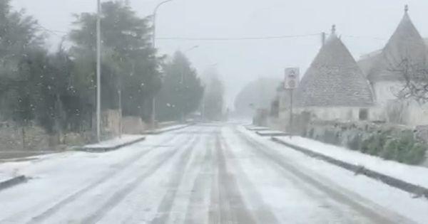 Maltempo, weekend di neve e gelo su tutta l'Italia: oltre mille interventi dei vigili del fuoco nelle ultime 24 ore - Il Fatto Quotidiano