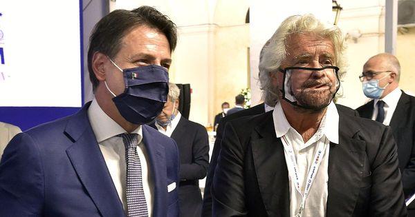 Conte e Grillo lasciano insieme l'hotel Forum a Roma dopo il vertice M5s