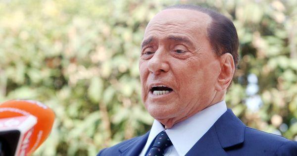 Silvio Berlusconi dimesso dal San Raffaele. Il ricovero per controlli post Covid. Lo staff tecnico: valutazioni cliniche - Il Fatto Quotidiano