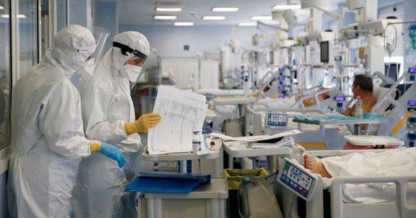 Coronavirus, i dati: 4.830 nuovi casi e altri 73 morti. Calano i ricoveri e le terapie intensive - Il Fatto Quotidiano