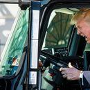 Блумбърг: Тръмп планира да отложи решението за автомобилните мита с до шест месеца