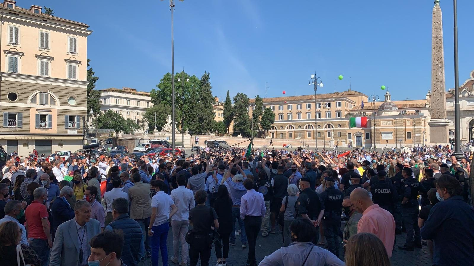 Salvini Meloni piazza contro governo nessun distanziamento sociale 'è anche 'estrema destra