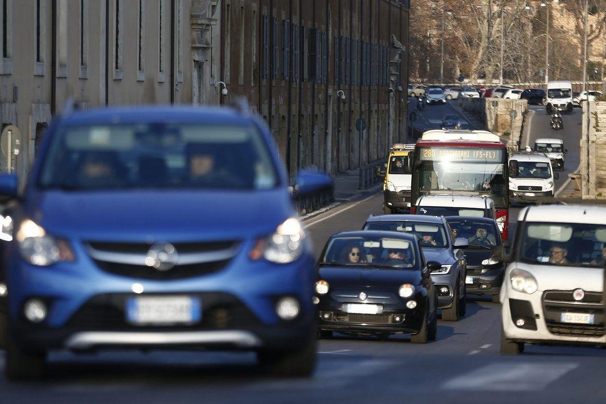 Incentivi auto arriva bonus per Euro 6 sale sconto per elettriche ibride come funzionano