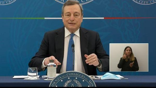 """Draghi: """"Da 26 aprile riaprono i ristoranti all'aperto e tutte le scuole in zona gialla e arancione"""""""