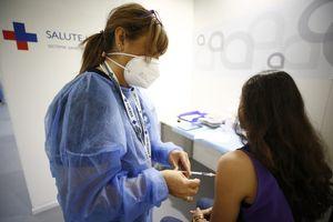 A chi andrà prima la terza dose: quali categorie riceveranno presto un altro richiamo del vaccino