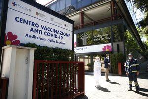 Oltre 185mila insegnanti e collaboratori scolastici senza vaccino: i nodi sul tavolo del ministero