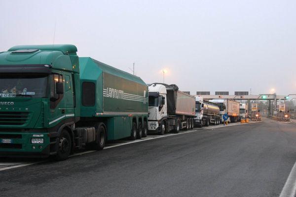 """Flop per la protesta dei camionisti No Green Pass. Manifestanti sui social: """"Contro di noi la censura"""""""