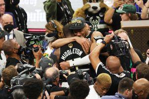 Giannis è leggendario: i Milwaukee Bucks sono campioni NBA