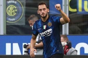 Calhanoglu come Ibrahimovic: gol, assist e il debutto con l'Inter è da record