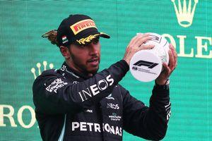 """Hamilton stravolto in Ungheria, malore dopo il podio: """"Vedevo tutto sfocato"""""""