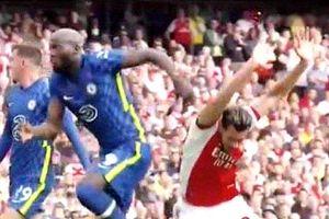 """La prima vittima di Lukaku in Inghilterra: """"L'ha bullizzato, ingiocabile"""""""